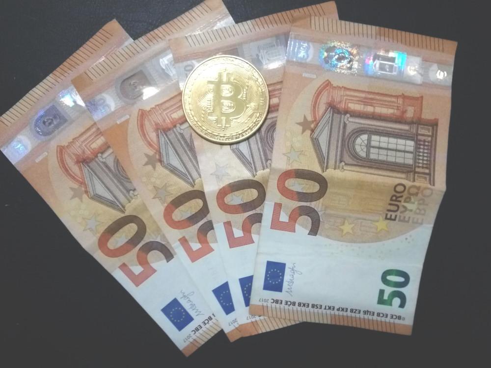 banca contro cryptomoneta